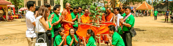 Ponlok Khmer Cooperated with Buddhist Monks to Plant 300 Luxurious Plants